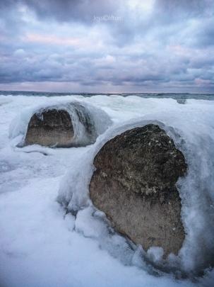 Ice-shelled rocks