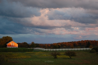 old_mission_peninsula_sunset_barn